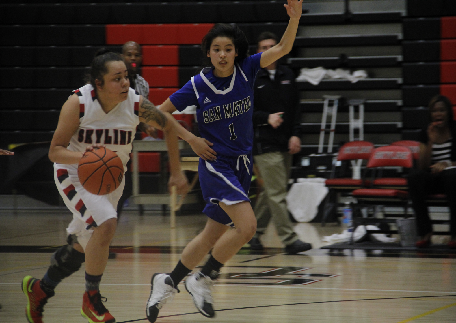 Jazel+Talauta+drives+to+the+basket+while+being+guarded+by+CSM%E2%80%99s+Amanda+Lee.Photo+credit%3A+William+Nacouzi