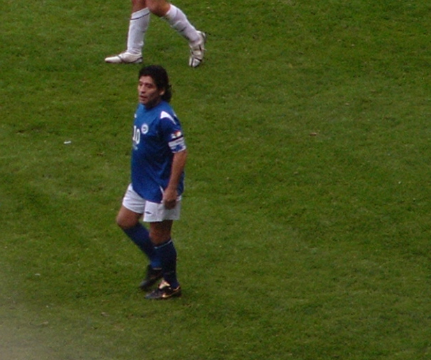 Diego+Maradona+playing+for+the+Rest+of+the+World+at+Old+Trafford.+%28Creative+Commons%29