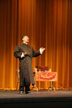 Charlie Chin portraying Gold rush Herbalist, Yee Fung Cheung at Skyline's Main Theatre (Virgina Rosales)