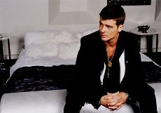 Robin Thicke tops V-Day off right (curtosey of robinthicke.com)