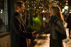 Aaron Eckhart's character, Burke, sets his sights on city girl and florist, Eloise, played by Jennifer Aniston. (daemonsmovies.com)