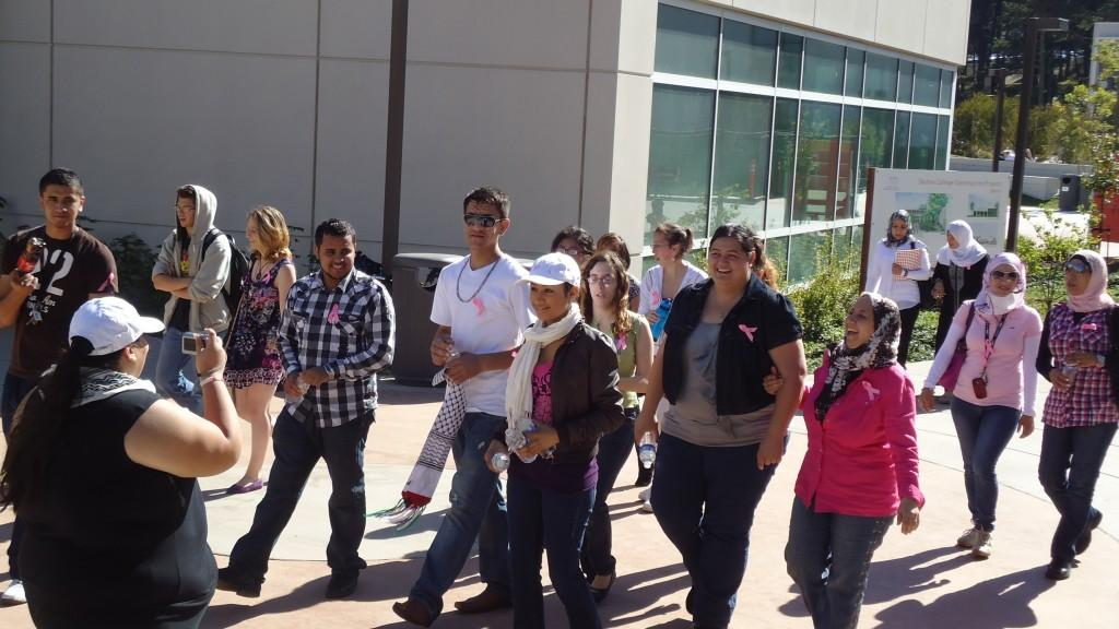 A+group+of+Skyline+students+%28including+Palestinian+Club+presidents+Juli+Shehada+and+Wala+Abudamous%29+begin+their+walk+to+raise+breast+cancer+awareness.+%28JJ+Valdez%29