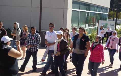 A group of Skyline students (including Palestinian Club presidents Juli Shehada and Wala Abudamous) begin their walk to raise breast cancer awareness. (JJ Valdez)