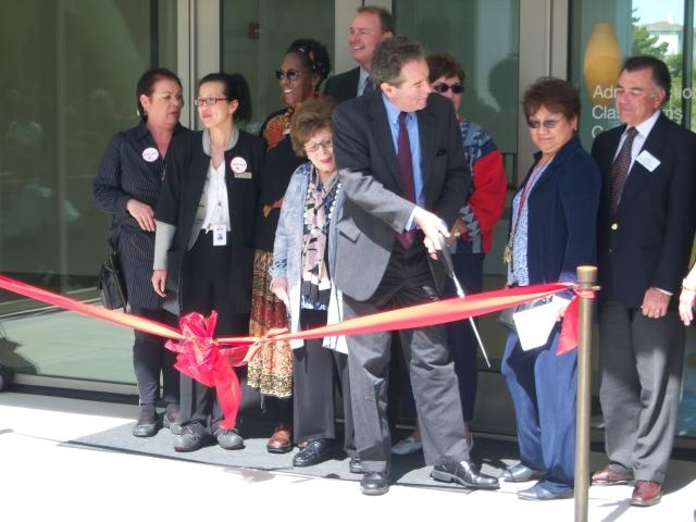Richard+Holober%2C+president+of+the+Board+of+Trustees%2C+gets+ready+to+cut+the+ribbon+in+front+of+building+4.+%28Luis+Osorio%29