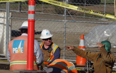PG&E workers work on a pipline in San Bruno. (Matt Pacelli)