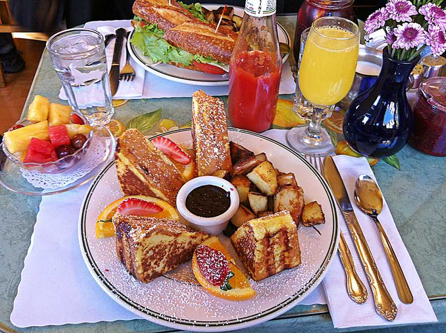 The+Grilled+Chicken+Sandwich+and+the+Famous+Monte+Cristo+Sandwich+at+Mama%E2%80%99s+in+the+North+Beach+District.