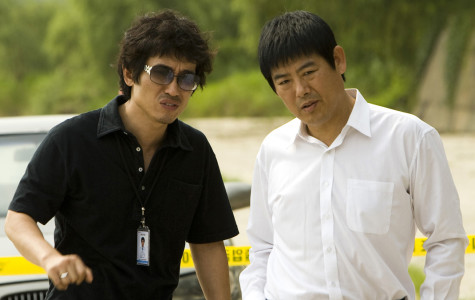 Detective Park (Jo Hie-Bong, left) and Prosecutor Song Jae-Pil (Song Dong-Il, right) talking at a crime scene.