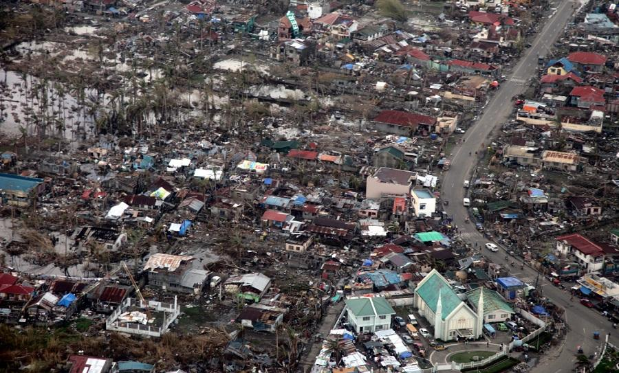 Typhoon+Haiyan+leaves+the+Philippines+in+destruction.