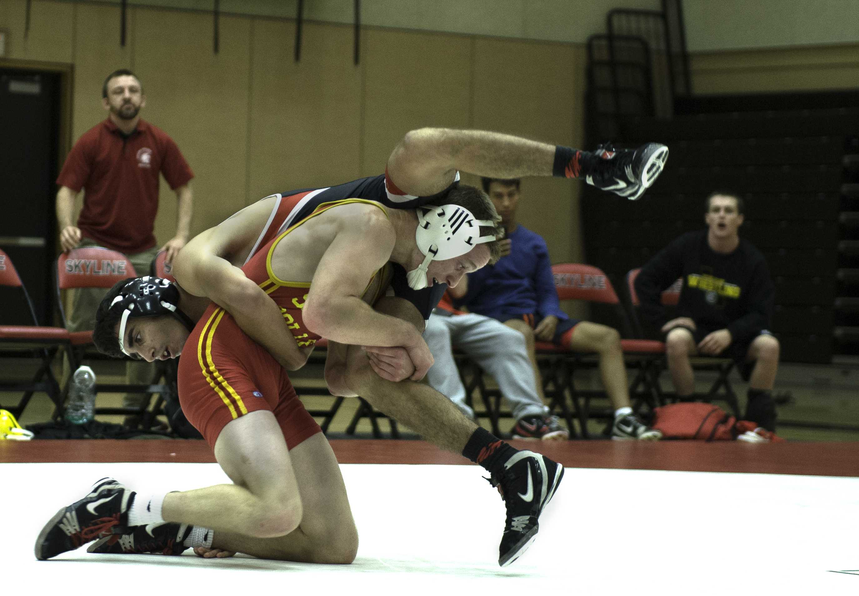 Anthony Andgrighetto elevates a single leg late in the third period against Fresno City College.