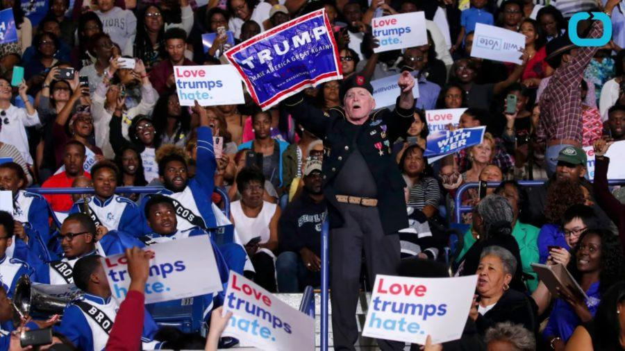 Trump+supporter+interrupts+speech+given+by+President+Obama+in+Fayetteville+California+on+Nov.4%2C+2016.
