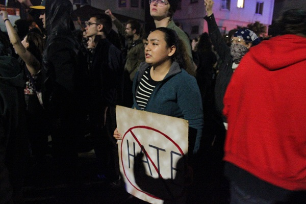 Oakland+erupts+in+wake+of+election