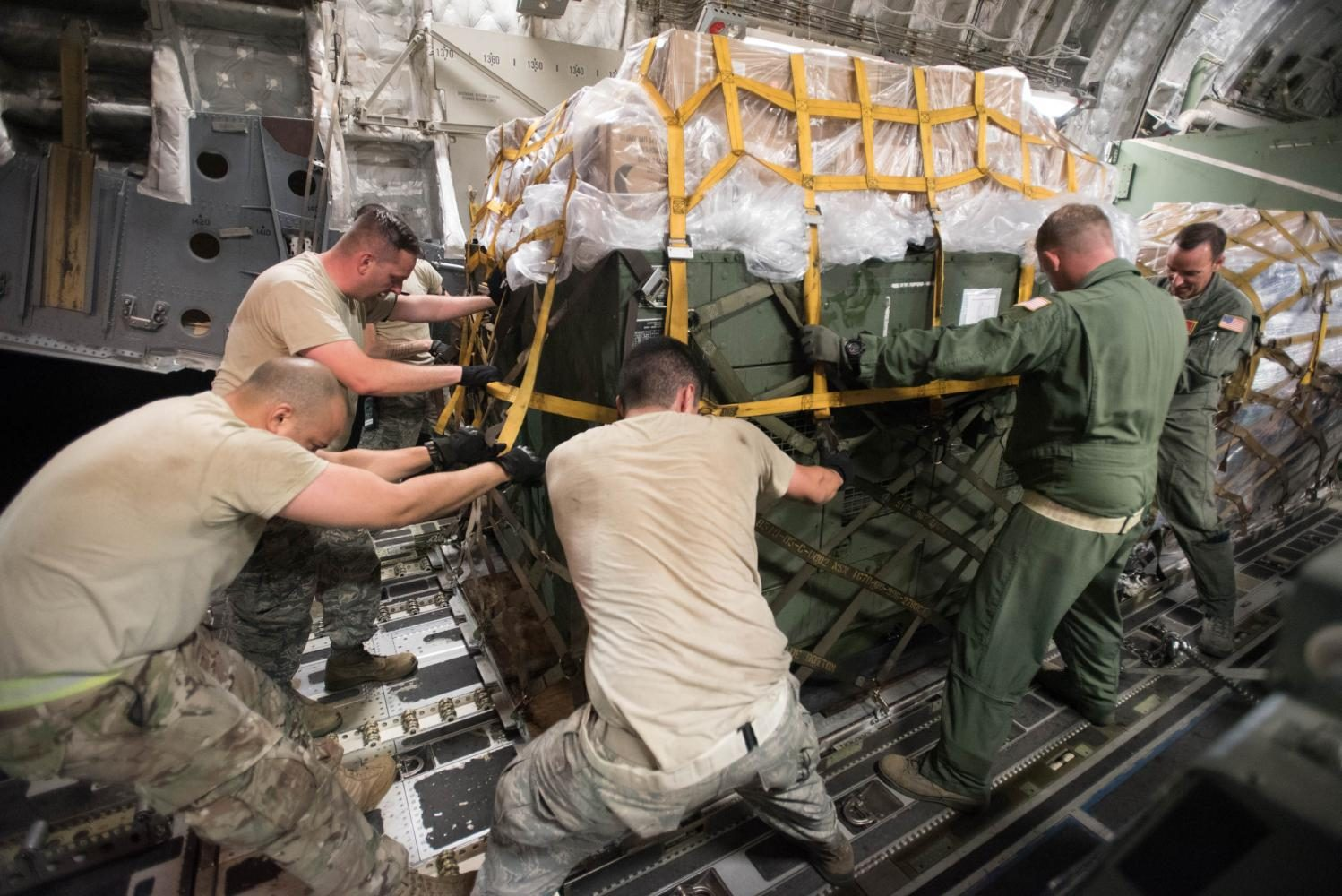 Airmen+from+the+Kentucky+and+Tennessee+Air+National+Guard+load+a+container+of+cargo+onto+a+Tennessee+Air+Guard+C-17+at+the+Kentucky+Air+National+Guard+Base+in+Louisville%2C+Ky.%2C+Aug.+29%2C+2017+in+preparation+for+Hurricane+Harvey+rescue+efforts+in+Texas.+More+than+40+Airmen+from+the+Kentucky+and+Mississippi+Air+National+Guard+are+deploying+to+George+Bush+Intercontinental+Airport+in+Houston%2C+where+they+will+rapidly+establish+airfield%2C+aeromedical+evacuation+and+cargo+operations.+