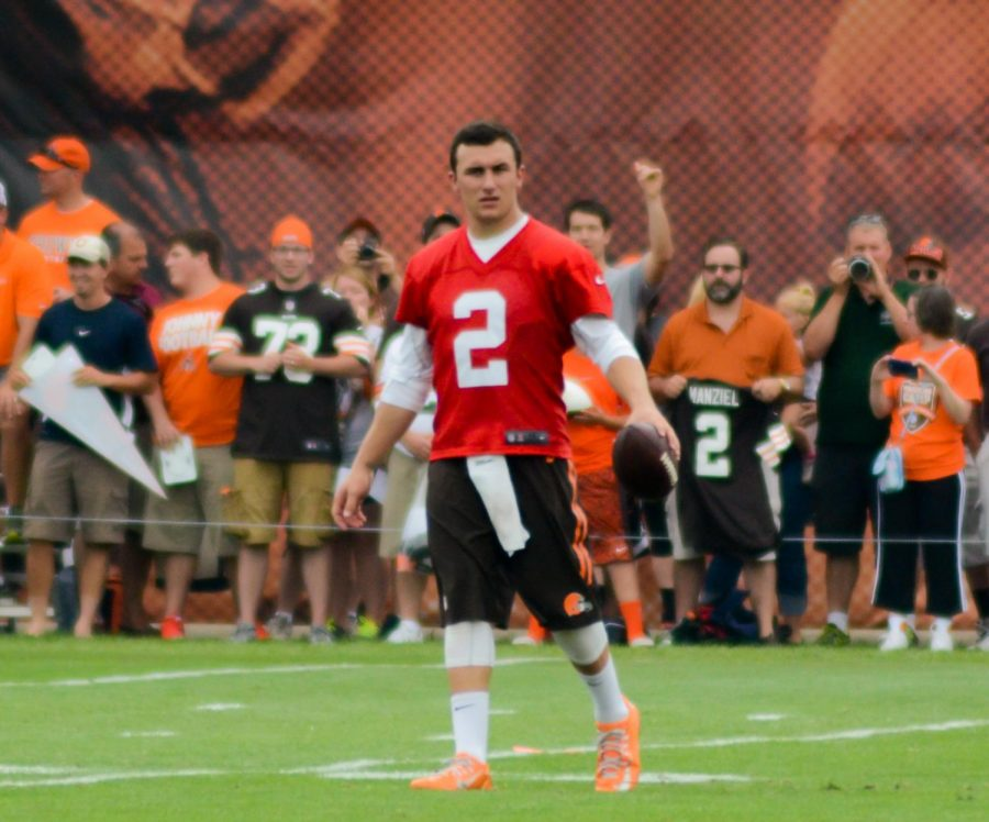 Johnny_Manziel_2014_Browns_training_camp_(3)